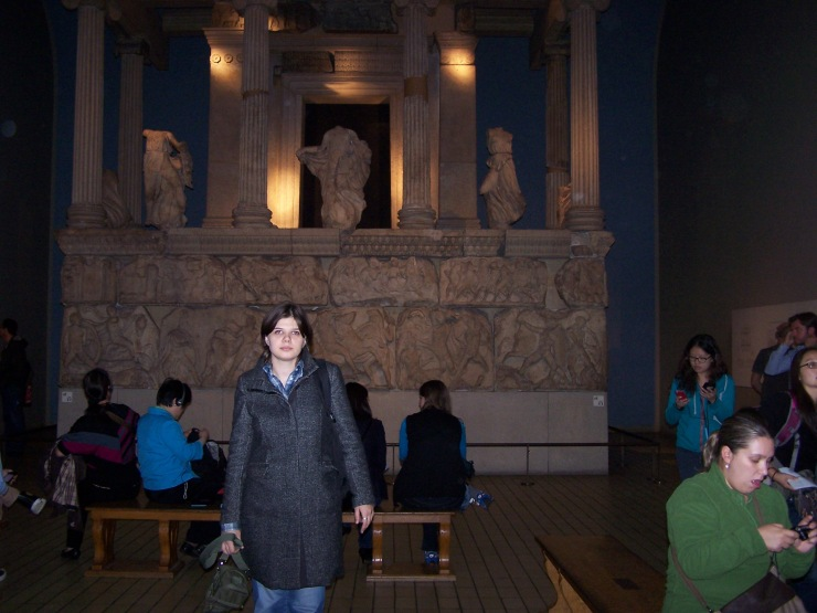 Me and the temple from Greece inside the British Museum. Woo-Hoo!